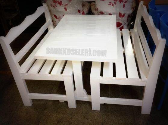 Beyaz bahçe mobilyası